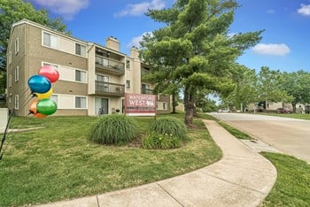 1040 Huntington Hill Dr 1-2 Beds Apartment for Rent Photo Gallery 1
